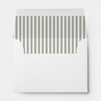 Rayas grises y blancas de la paloma de la cabaña sobres