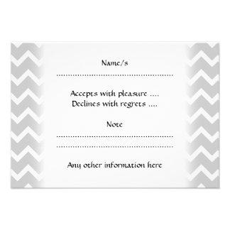 Rayas grises y blancas del zigzag comunicados personalizados