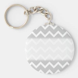 Rayas grises y blancas del zigzag llavero personalizado