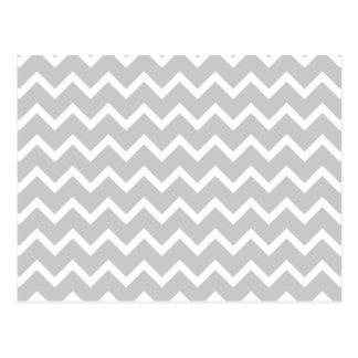Rayas grises y blancas del zigzag tarjetas postales
