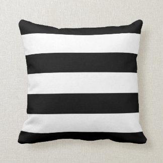 Rayas horizontales blancos y negros cojines