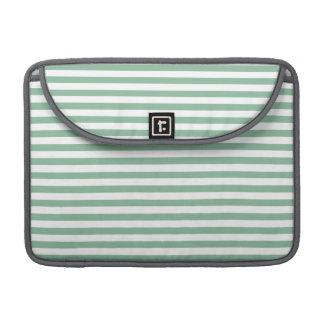 Rayas horizontales oscuras del verde de mar fundas para macbook pro