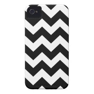 Rayas intrépidas negras de Chevron Case-Mate iPhone 4 Protector