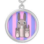 Rayas lindas de la familia del conejo de conejito colgantes personalizados