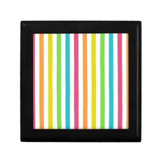 Rayas multicoloras elegantes caja de regalo cuadrada pequeña