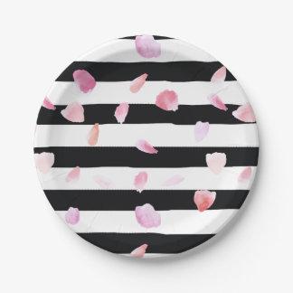 Rayas negras de los pétalos color de rosa de la platos de papel