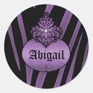 Rayas negras púrpuras de la cebra con el letrero pegatina redonda