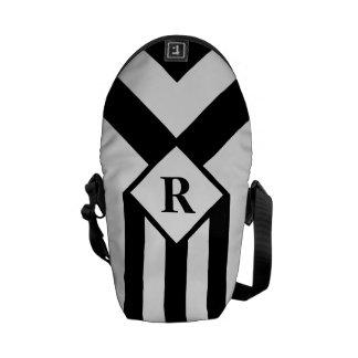 Rayas negras y galones con el monograma en blanco bolsa de mensajería