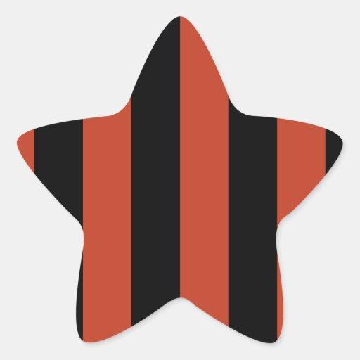Rayas - negras y rojo en colores pastel oscuro pegatina en forma de estrella