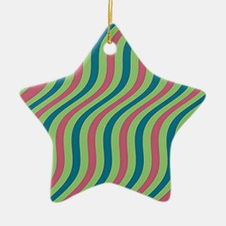 Rayas onduladas de la diapositiva de la sandía adorno navideño de cerámica en forma de estrella