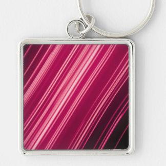Rayas pálidas rosadas en diagonal llavero cuadrado plateado