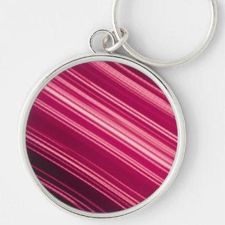 Rayas pálidas rosadas en diagonal llavero redondo plateado