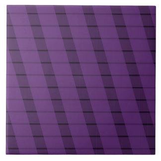 Rayas púrpuras en más púrpura tejas