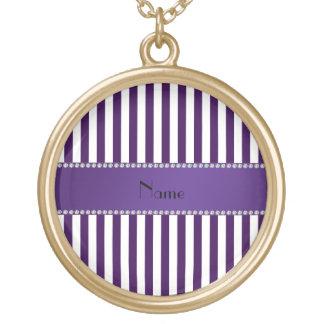 Rayas púrpuras y blancas conocidas personalizadas collar dorado