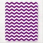 Rayas púrpuras y blancas de Chevron Tapetes De Ratones