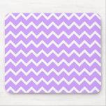 Rayas púrpuras y blancas del zigzag tapete de raton