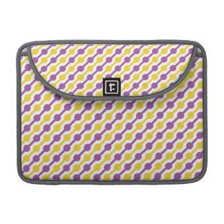 Rayas retras amarillas y púrpuras funda para macbooks