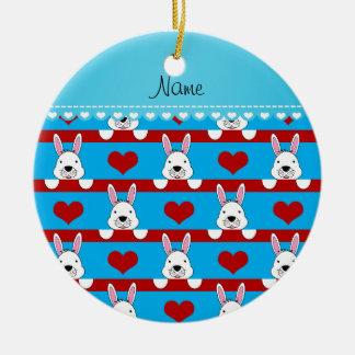 Rayas rojas de los corazones de cielo de los adorno navideño redondo de cerámica