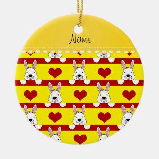 Rayas rojas de los corazones de los conejitos adorno navideño redondo de cerámica