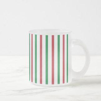 Rayas rojas, verdes, y blancas taza de café esmerilada