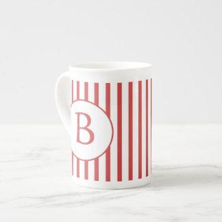 Rayas rojas y blancas con el monograma taza de té
