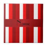 Rayas rojas y blancas conocidas personalizadas teja cerámica