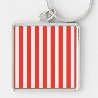 Rayas rojas y blancas del circo de la cabaña llavero cuadrado plateado