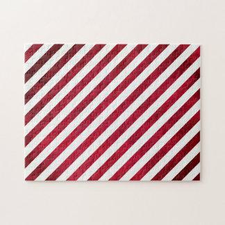 Rayas rojas y blancas en textura de la tela rompecabeza con fotos
