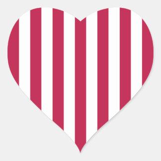 Rayas rojas y blancas pegatina en forma de corazón