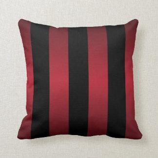 Rayas rojo oscuro negras y ricas grandes cojín decorativo