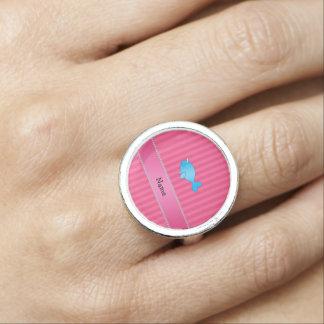 Rayas rosadas narwhal azules conocidas anillo