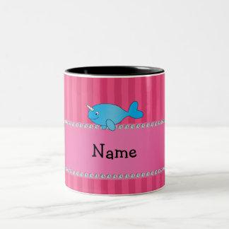 Rayas rosadas narwhal azules conocidas taza de café de dos colores