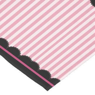 Rayas rosadas y cordón negro camino de mesa corto