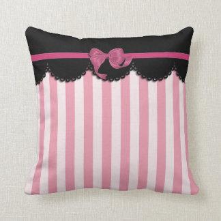 Rayas rosadas y cordón negro cojín decorativo