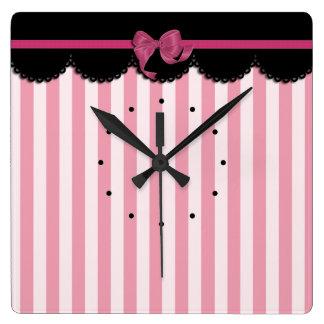 Rayas rosadas y cordón negro reloj cuadrado