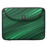 Rayas sombreadas del verde esmeralda fundas para macbooks