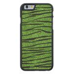 Rayas verdes claras de la cebra del brillo funda de iPhone 6 carved® slim de arce