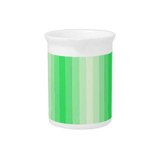 Rayas verdes claras jarra de beber