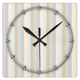 Rayas verticales coloreadas suavidad con clase de reloj cuadrado