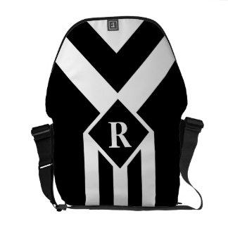 Rayas y galones blancos en negro con el monograma bolsas messenger