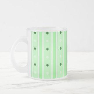 Rayas y modelo de puntos verdes taza de café