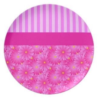 Rayas y placas rosadas de las flores platos