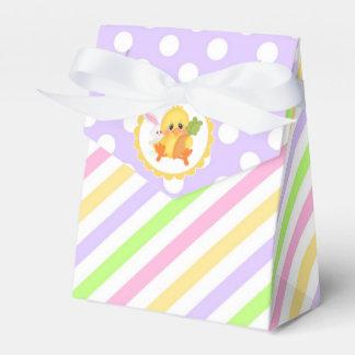 Rayas y puntos en colores pastel con el polluelo caja para regalo de boda