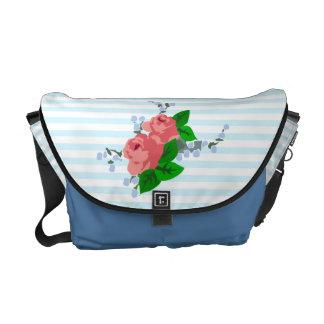 Rayas y rosas veraniegos bolsa de mensajería