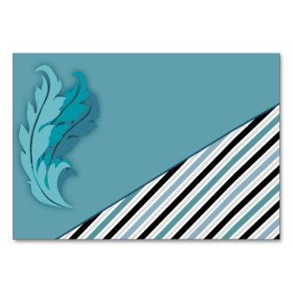 Rayas y tarjeta contemporáneas de las plumas