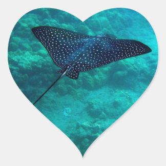 Rayo de Eagle manchado Hawaii de la bahía de Pegatina En Forma De Corazón