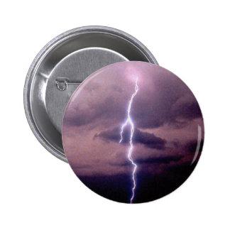 Rayo durante tempestad de truenos pin redondo 5 cm