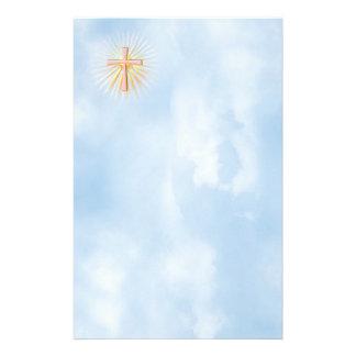 Rayos de la luz de la cruz religiosa (W/Clouds) Papelería