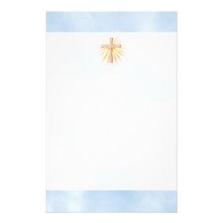 Rayos de la luz de la cruz religiosa (W/Clouds) Papeleria