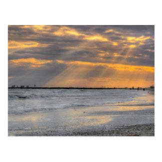 Rayos de la puesta del sol de Galveston Postal